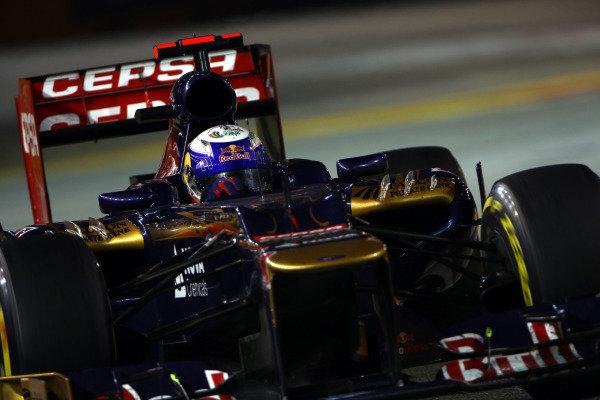 Marina Bay Circuit, Singapore23rd September 2012Daniel Ricciardo, Toro Rosso STR7 Ferrari. World Copyright: Andy Hone/LAT Photographicref: Digital Image HONZ0793