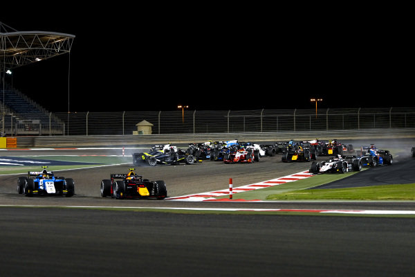 Lirim Zendeli (DEU, MP Motorsport), leads Juri Vips (EST, Hitech Grand Prix), as Dan Ticktum (GBR, Carlin)spins on the opening lap causing the other drivers to scatter