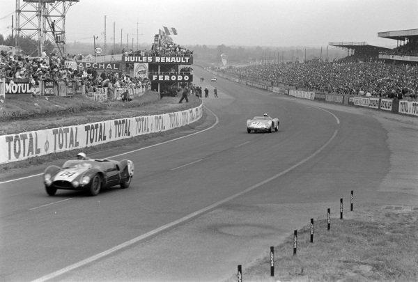 Jim Russell / Bruce McLaren, Cooper Car Company, Cooper T49 Monaco Mk 1- Coventry Climax FPF, leads Jo Bonnier / Wolfgang von Trips, Porsche KG, Porsche 718 RSK.