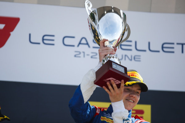 Robert Shwartzman (RUS) PREMA Racing, 1st, celebrates on the podium