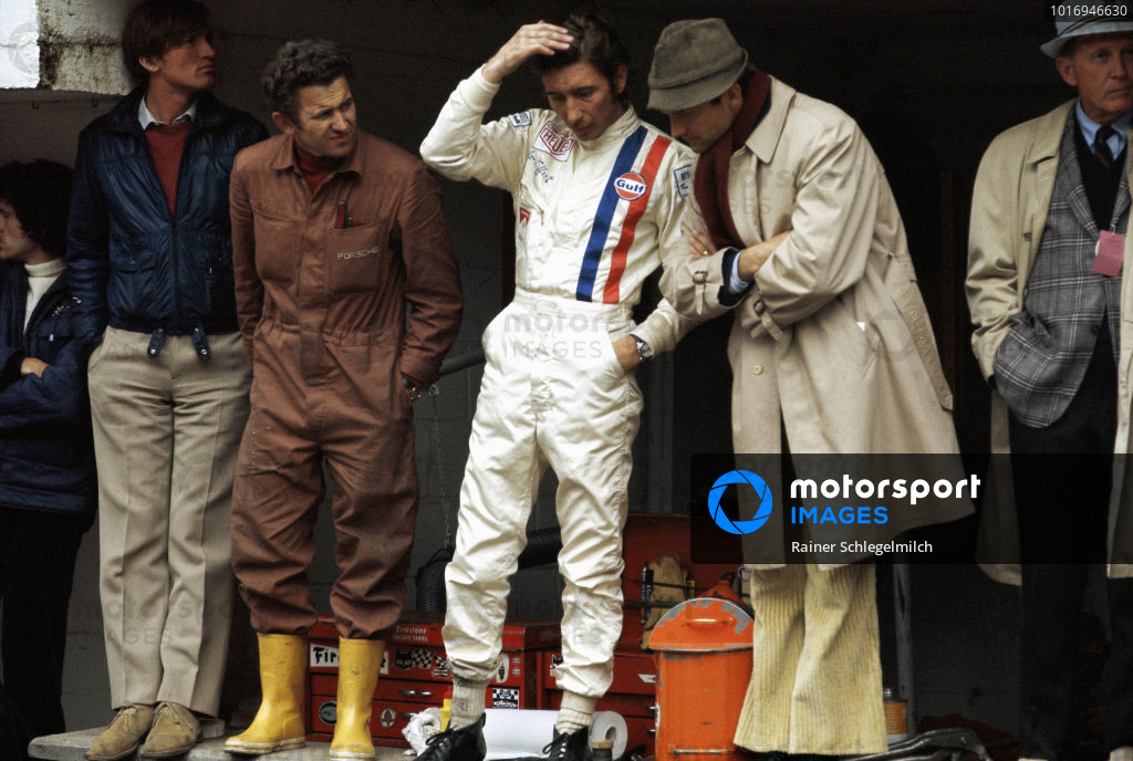 Jo Siffert in the Porsche pits with Ferdinand Piech.