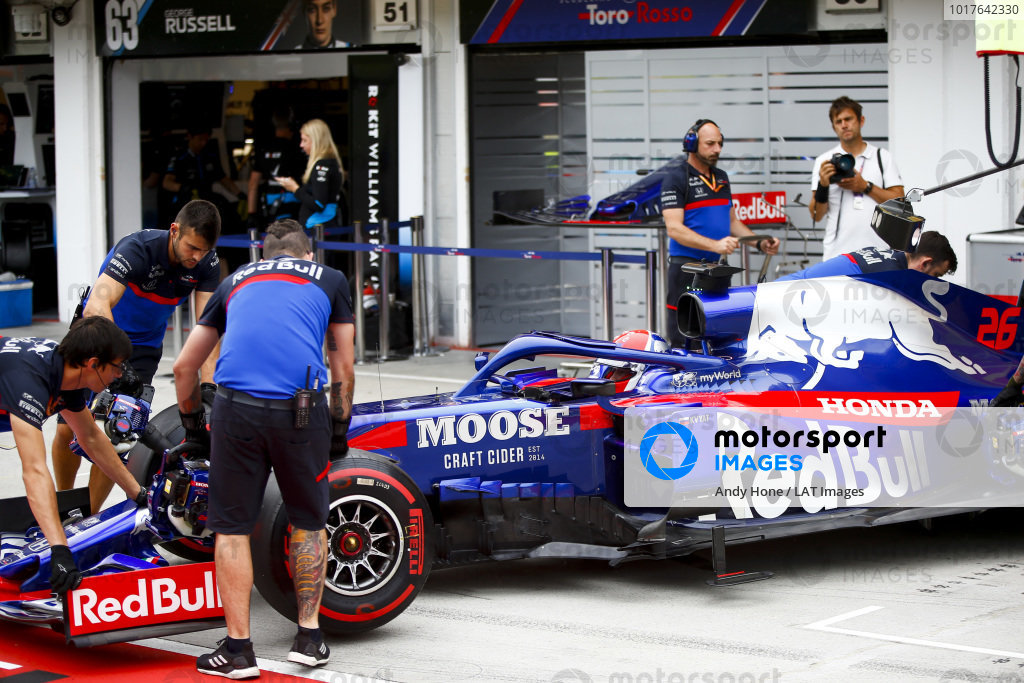 Daniil Kvyat, Toro Rosso being pushed into the garage
