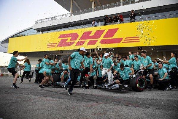 Lewis Hamilton, Mercedes AMG F1 and Race winner Valtteri Bottas, Mercedes AMG F1 during the team photograph