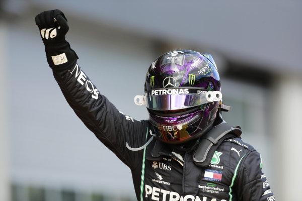 Lewis Hamilton, Mercedes-AMG Petronas F1, celebrates victory