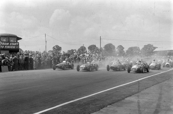 Juan Manuel Fangio, Maserati A6GCM-53, leads away at the start.