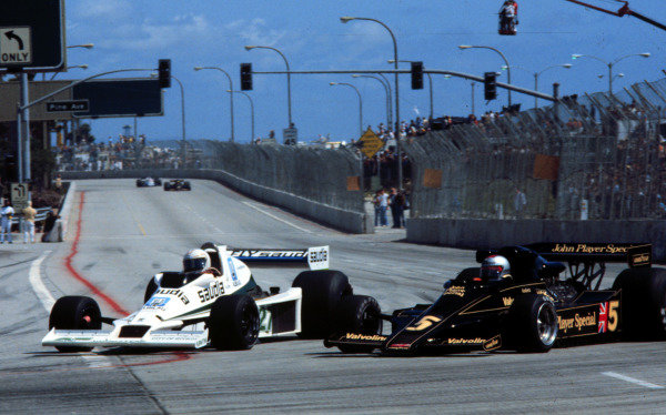 1978 United States Grand Prix West.Long Beach, California, USA.31/3-2/4 1978.Alan Jones (Williams FW06 Ford) overtakes Mario Andretti (Lotus 78 Ford). They finished in 7th and 2nd positions respectively.World Copyright - LAT Photographic
