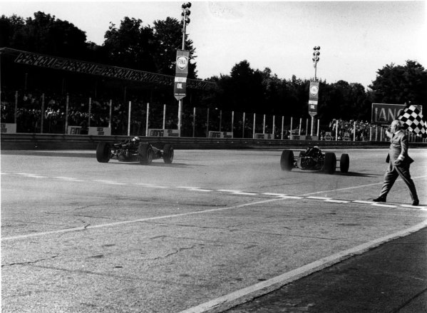 1967 Italian Grand Prix.Monza, Italy. 8-10 September 1967.John Surtees (Honda RA300) 1st position.Ref-1725/24.World Copyright - LAT Photographic