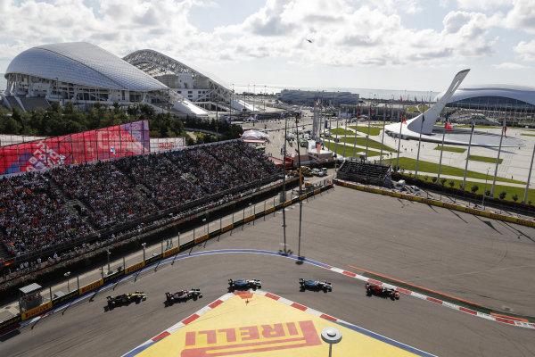Alexander Albon, Red Bull RB15, leads George Russell, Williams Racing FW42, Robert Kubica, Williams FW42, Antonio Giovinazzi, Alfa Romeo Racing C38 and Daniel Ricciardo, Renault R.S.19