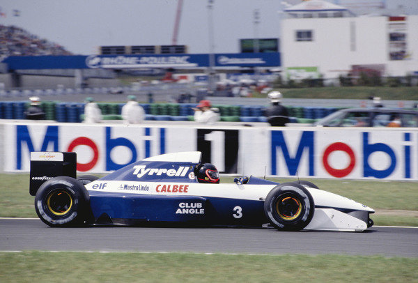 1992 French Grand Prix.Magny-Cours, France. 3-5 July 1992.Olivier Grouillard (Tyrrell 020B Ilmor) 11th position.Ref-92 FRA 34.World Copyright - LAT Photographic