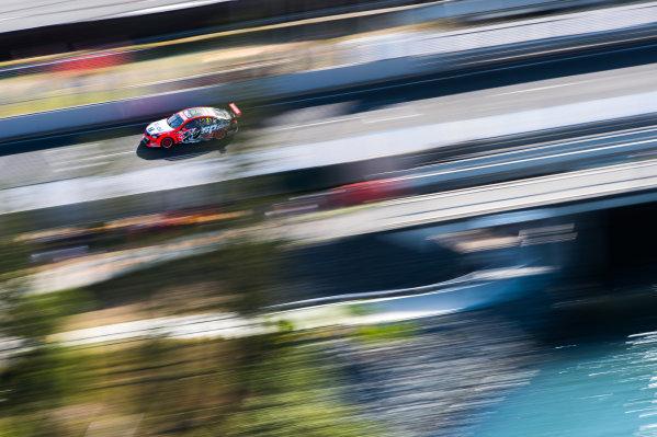 2015 V8 Supercars Round 11. Gold Coast 600, Surfers Paradise, Queensland, Australia. Friday 23rd October - Sunday 25th October 2015. Garth Tander drives the #2 Holden Racing Team Holden VF Commodore. World Copyright: Daniel Kalisz/LAT Photographic  Ref: Digital Image V8SCR11_GOLDCOAST600_DKIMG1665.JPG