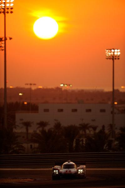 2017 FIA World Endurance Championship, Bahrain Internaternal Circuit, Bahrain. 16th-18th November 2017, #2 Porsche LMP Team Porsche 919 Hybrid: Timo Bernhard, Earl Bamber, Brendon Hartley  World Copyright. JEP/LAT Images