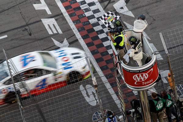 Monster Energy NASCAR Cup Series AAA Texas 500 Texas Motor Speedway Fort Worth, TX USA Sunday 5 November 2017 Kevin Harvick, Stewart-Haas Racing Rodney, Mobil 1 Ford Fusion, checkered flag World Copyright: Michael L. Levitt LAT Images