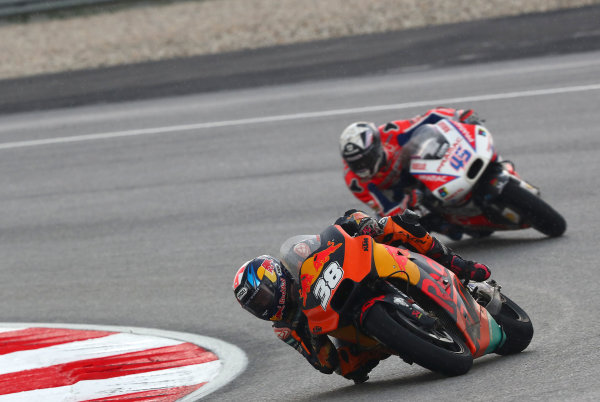 2017 MotoGP Championship - Round 17 Sepang, Malaysia. Sunday 29 October 2017 Bradley Smith, Red Bull KTM Factory Racing, Scott Redding, Pramac Racing World Copyright: Gold and Goose / LAT Images ref: Digital Image 26458
