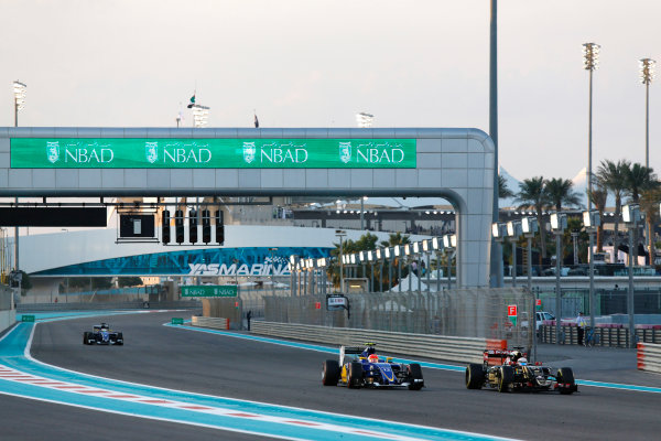 Yas Marina Circuit, Abu Dhabi, United Arab Emirates. Sunday 29 November 2015. Romain Grosjean, Lotus E23 Mercedes, leads Felipe Nasr, Sauber C34 Ferrari, and Marcus Ericsson, Sauber C34 Ferrari. World Copyright: Sam Bloxham/LAT Photographic ref: Digital Image _SBL8595