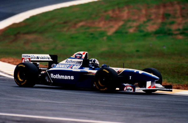 Interlagos, Sao Paulo, Brazil.24-26 March 1995.Damon Hill (Williams FW17 Renault) exited the race after he spun out due to his rear suspension breakage.Ref-95 BRA 19.World Copyright - LAT Photographic