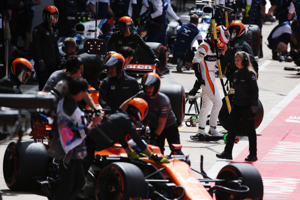 Silverstone, Northamptonshire, UK.  Friday 14 July 2017. A crowded pit lane; Stoffel Vandoorne, McLaren, exits his car as Fernando Alonso, McLaren MCL32 Honda, parks up. Lance Stroll, Williams FW40 Mercedes, and Felipe Massa, Williams FW40 Mercedes, stop in their pit box behind. World Copyright: Charles Coates/LAT Images  ref: Digital Image AN7T7214