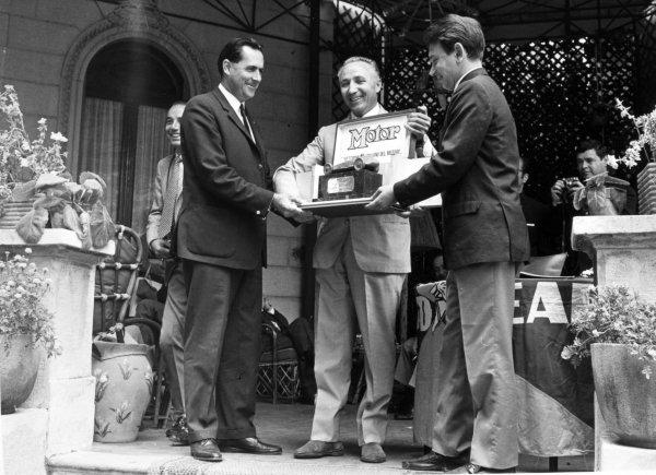 1967 Italian Grand Prix.Monza, Italy. 10 September 1967.Jack Brabham, Brabham BT24-Repco, 2nd position, receives the Motor award, portrait.World Copyright: LAT PhotographicRef: b&w print