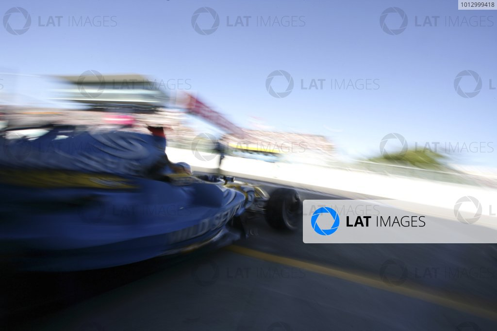 2006 Japanese Grand Prix - Saturday Qualifying Suzuka, Japan. 5th - 8th October 2006 Fernando Alonso, Renault R26, action. World Copyright: Charles Coates/LAT Photographic. ref: Digital Image ZK5Y6861