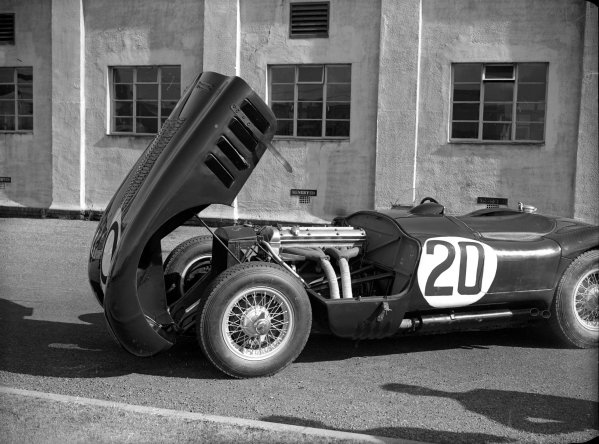 Le Mans, France.23-24 June 1951.The winning Jaguar C-type of Peter Walker and Peter Whitehead.Ref-Motor 554/2.World Copyright - LAT Photographic