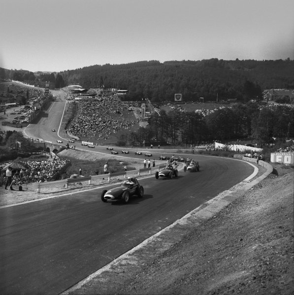 Spa-Francorchamps, Belgium. 13th - 15th June 1958.Tony Brooks (Vanwall) 1st position, leads at the start of the race, action.World Copyright: LAT Photographic.Ref:  2112.