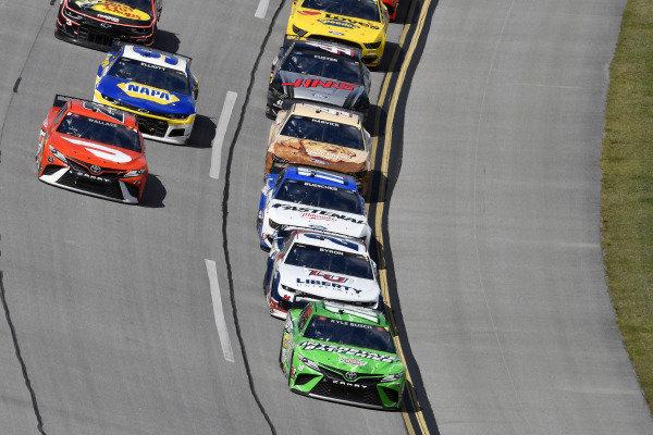 #18: Kyle Busch, Joe Gibbs Racing, Toyota Camry Interstate Batteries and #24: William Byron, Hendrick Motorsports, Chevrolet Camaro Liberty University