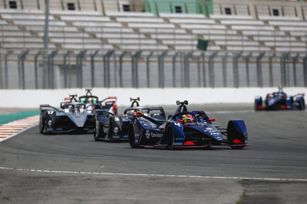 Robin Frijns (NLD), Envision Virgin Racing, Audi e-tron FE07, leads Stoffel Vandoorne (BEL), Mercedes Benz EQ, EQ Silver Arrow 02, and Nyck de Vries (NLD), Mercedes Benz EQ, EQ Silver Arrow 02