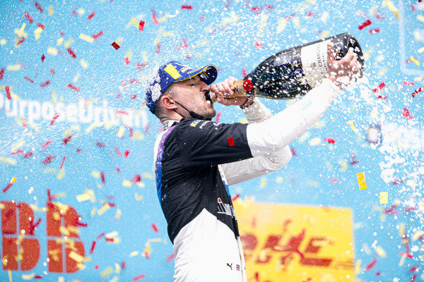 Jake Dennis (GBR), BMW I Andretti Motorsport, 1st position, drinks the victory Champagne