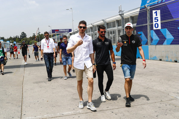 Edoardo Mortara (CHE) Venturi Formula E, Jose Maria Lopez (ARG), GEOX Dragon Racing and Sébastien Buemi (CHE), Nissan e.Dams on the track walk