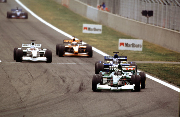 2001 Spanish Grand PrixCatalunya, Barcelona, Spain. 27-29 April 2001.Eddie Irvine (Jaguar R2) closely followed by Kimi Raikkonen (Sauber C20 Petronas).World Copyright - LAT Photographicref: 35mm Image