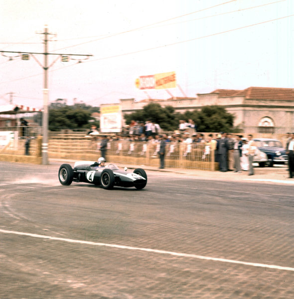 1960 Portuguese Grand Prix.Porto, Portugal.12-14 August 1960.Bruce McLaren (Cooper T53 Climax) 2nd position.Ref-3/0196.World Copyright - LAT Photographic