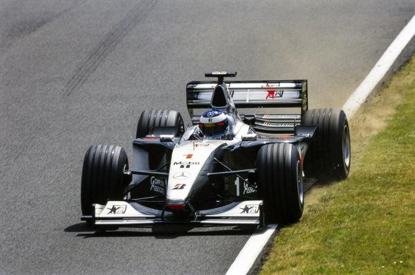 Mika Häkkinen, McLaren MP4-14 Mercedes, runs wide.