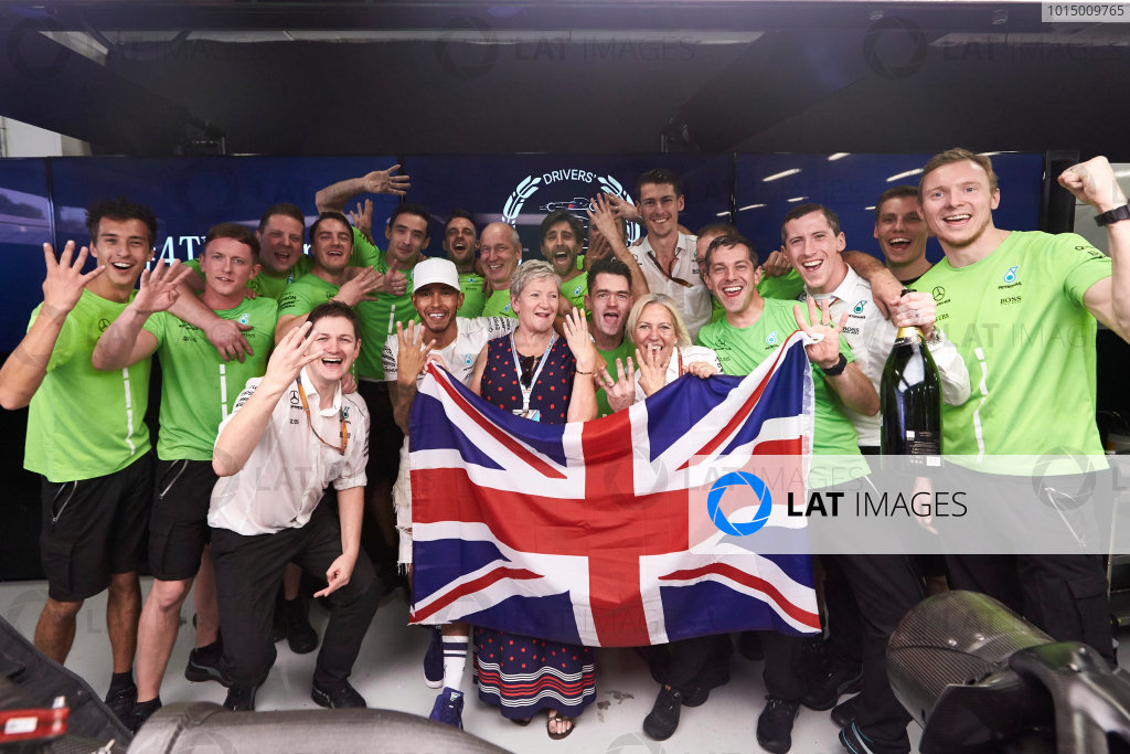 Autodromo Hermanos Rodriguez, Mexico City, Mexico. Sunday 29 October 2017. Lewis Hamilton, Mercedes AMG, celebrates with his team and his mother Carmen Larbalestier after securing the world drivers championship title for the fourth time. World Copyright: Steve Etherington/LAT Images  ref: Digital Image SNE14589