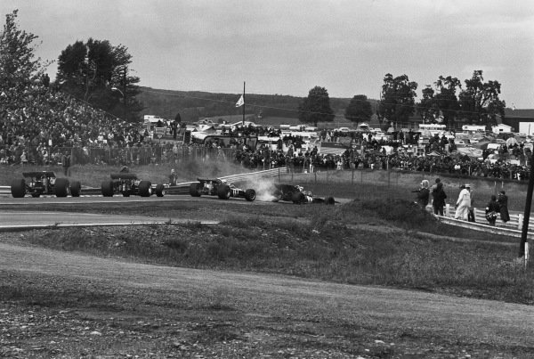 1970 United States Grand Prix. Watkins Glen, New York, USA. 2nd - 4th October 1970. Jackie Stewart (Tyrrell 001-Ford), retired, leads Derek Bell (Surtees TS7-Ford), 6th position, action.  World Copyright: LAT Photographic. Ref: 3345 - 2.