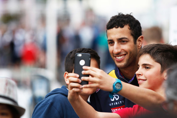 Monte Carlo, Monaco. Sunday 24 May 2015. Daniel Ricciardo, Red Bull Racing, has his picture taken with some young fans. World Copyright: Sam Bloxham/LAT Photographic. ref: Digital Image _G7C0138