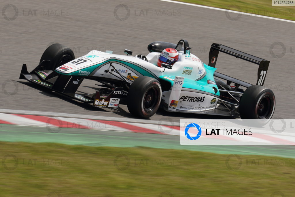 2015 Japanese Formula 3 Championship. Suzuka, Japan. 18th - 19th April 2015. Rd 1 & 2. Rd.2 Winner Nick Cassidy ( #37 PETRONAS TOM'S F314 ) action World Copyright: Yasushi Ishihara/LAT Photographic. Ref: 2015JF3_Rd1&2_011