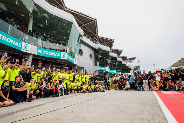 Sepang International Circuit, Sepang, Malaysia. Sunday 1 October 2017. Max Verstappen, Red Bull, 1st Position, Daniel Ricciardo, Red Bull Racing, 3rd Position, Christian Horner, Team Principal, Red Bull Racing, Helmut Markko, Consultant, Red Bull Racing, and the Red Bull team celebrate. World Copyright: Zak Mauger/LAT Images  ref: Digital Image _56I3684