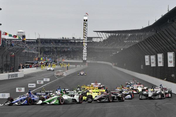 Colton Herta, Harding Steinbrenner Racing Honda, Will Power, Team Penske Chevrolet start