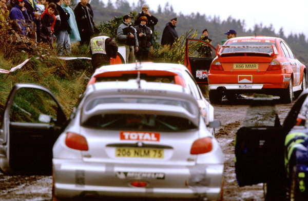 2001 World Rally Championship. Rally Portugal, Portugal. 8th-11th March 2001. Makinen, Sainz and Gronholm line up for first stage leg three. World Copyright: Charles Coates / LAT Photographic. Ref: Portugal A06