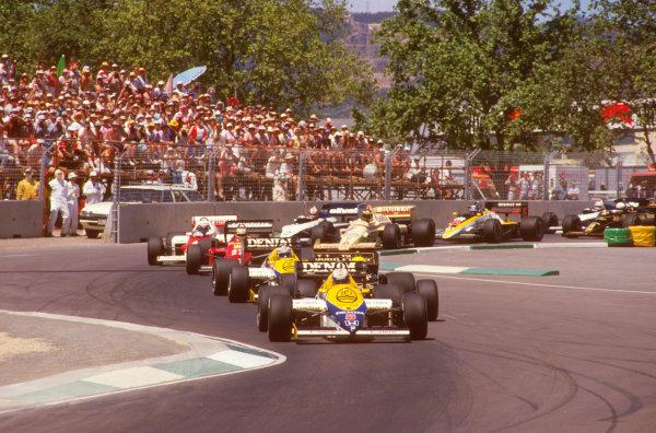 Adelaide, Australia.1-3 November 1985.Nigel Mansell (Williams FW10 Honda) leads Ayrton Senna (Lotus 97T Renault), Keke Rosberg (Williams FW10 Honda) and Michele Alboreto (Ferrari 156/85) at the start.Ref-85 AUS 05.World Copyright - LAT Photographic