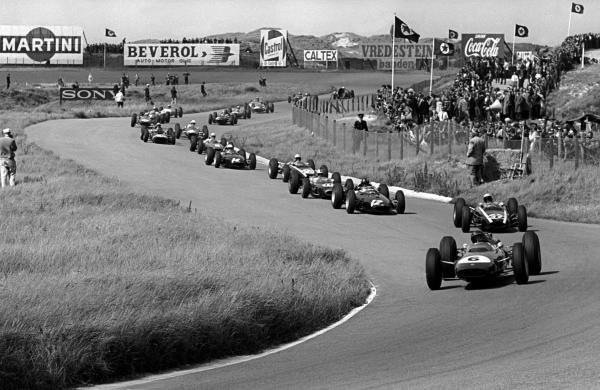Race winner Jim Clark (GBR) Lotus 25 heads the field into Gerlachbocht on the opening lap of the race. Dutch Grand Prix, Zandvoort, 23 June 1963.