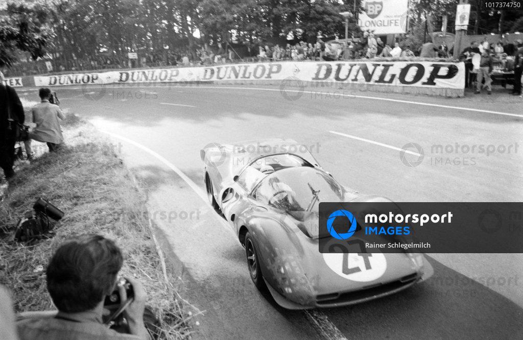 Richie Ginther / Pedro Rodriguez, North American Racing Team, Ferrari 330 P3 Spyder.