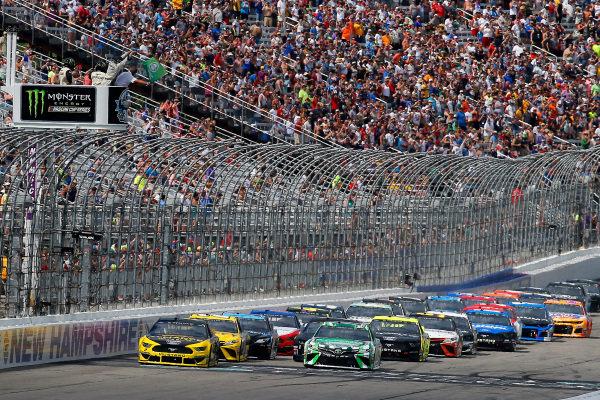 #2: Brad Keselowski, Team Penske, Ford Mustang Alliance Truck Parts and #18: Kyle Busch, Joe Gibbs Racing, Toyota Camry M&M's Interstate Batteries green flag start