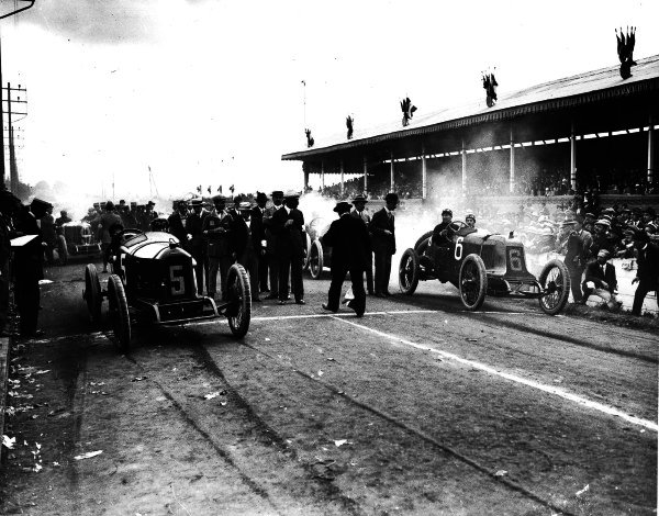 Lyons, France.4 July 1914.Georges Boillot (number 5, Peugeot EX5) and Rene Champoiseau (Theo Schneider) at the start.Ref: Autocar Glass Plate 1246.World Copyright - LAT Photographic