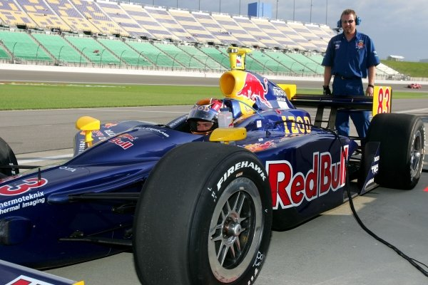 Patrick Carpentier (CAN), Red Bull Cheever Racing Dallara Toyota, practices for the Argent Mortgage Indy 300.