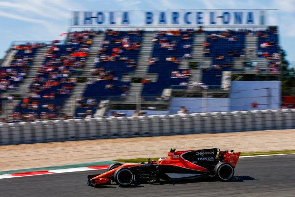 Circuit de Catalunya, Barcelona, Spain. Saturday 13 May 2017. Stoffel Vandoorne, McLaren MCL32 Honda.  World Copyright: Andy Hone/LAT Images ref: Digital Image _ONZ4866