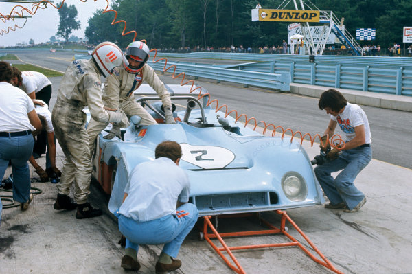 Watkins Glen, USA. 21st July 1973. Rd 10. Mike Hailwood/John Watson (Mirage M6 Ford), 5th position, pit stop action. World Copyright: LAT Photographic.