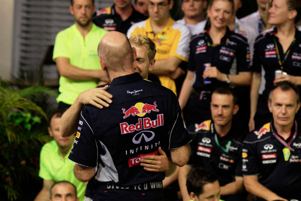 Marina Bay Circuit, Singapore. Sunday 22nd September 2013.  Sebastian Vettel hugs Adrian Newey, Red Bull Racing celebration team photo.  World Copyright: Charles Coates/LAT Photographic. ref: Digital Image _X5J0186