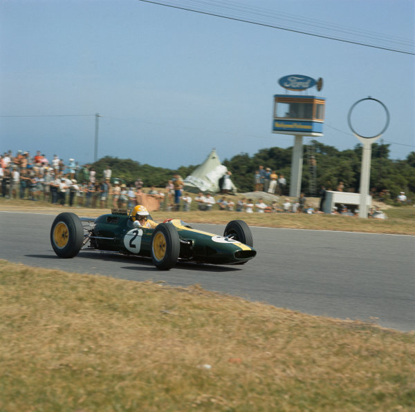 East London, South Africa. .26-28 December 1963.  Trevor Taylor (Lotus 25 Climax).  Ref-3/1127.  World Copyright: LAT Photographic... .