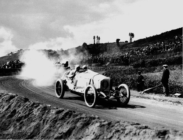 1914 French Grand Prix. Lyons, France. 4 July 1914. Christian Lautenschlager (Mercedes GP), 1st position. World Copyright - LAT Photographic. Ref: Autocar Glass Plate Black 1247.
