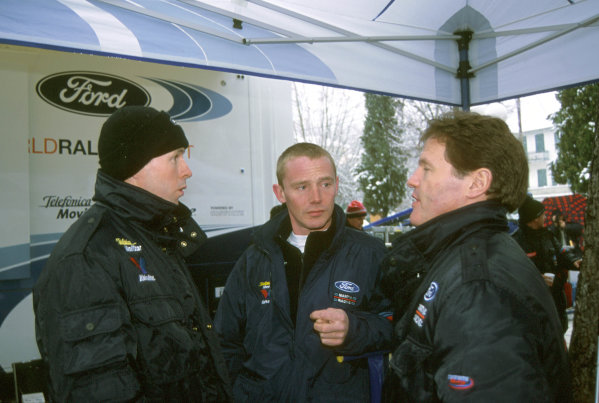 2001 World Rally Championship. Monte Carlo Rally,  Monaco. 18th -21st January 2001. Rd 1. Colin McRae speaking with Malcolm Wilson. portrait. World Copyright: Ralph Hardwick/ LAT Photographic. Ref: Colin&Malcolm